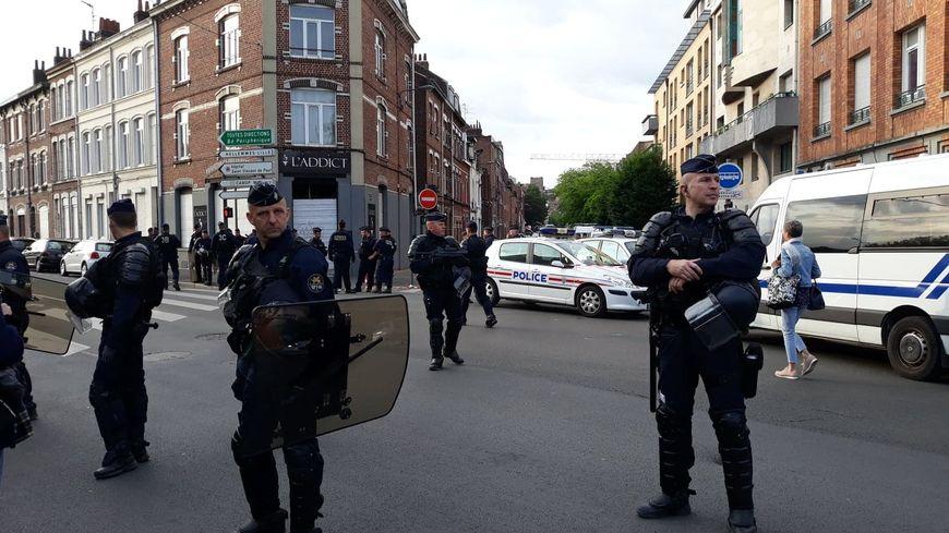 Près de 200 policiers et CRS ont installé un périmètre de sécurité entre les rues de Valenciennes et Jean Jaurès.