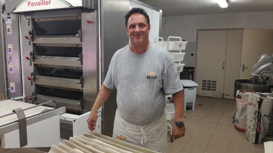 Georges Schillermans avait passé la nuit à faire du pain, mais il a dû se remettre aux fourneaux l'après-midi de l'ouverture