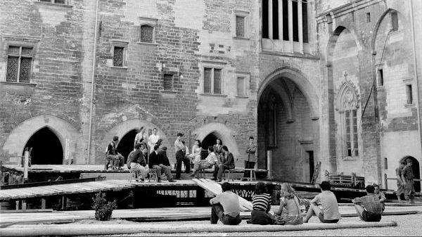 Les premiers festival d'Avignon dans la cour d'honneur
