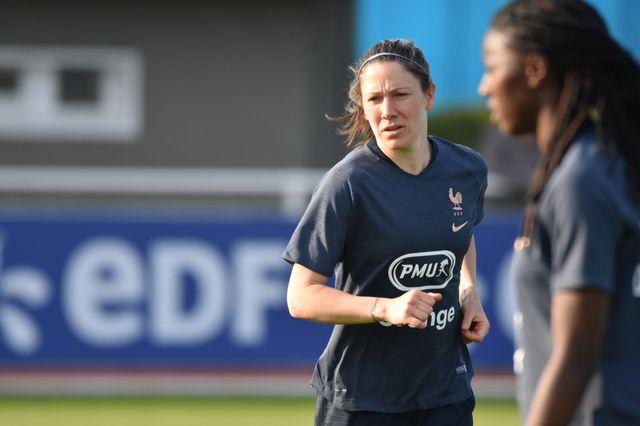 Elise Bussaglia lors d'un entraînement de l'équipe féminine de football le 1er avril 2019 à Clairefontaine