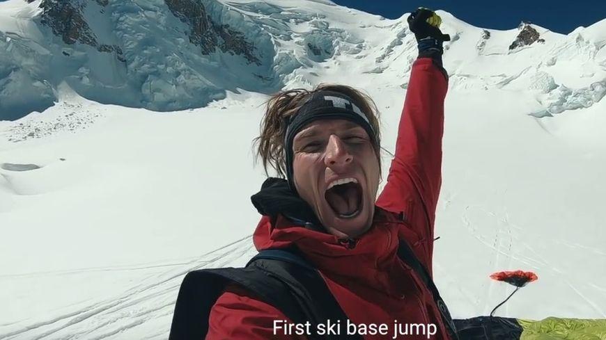 Matthias Giraud après son saut, lundi dernier, en ski base jump depuis le sommet du Mont-Blanc. (capture d'écran YouTube Super Frenchie)