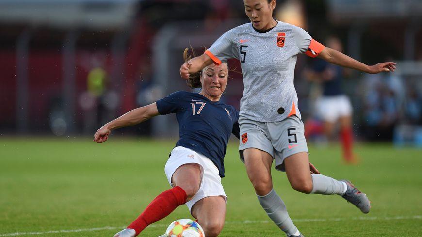 Match amical gagné pour l''équipe de France féminine (ici Gaëtane Thiney) face à la Chine (Haiyan Wu).