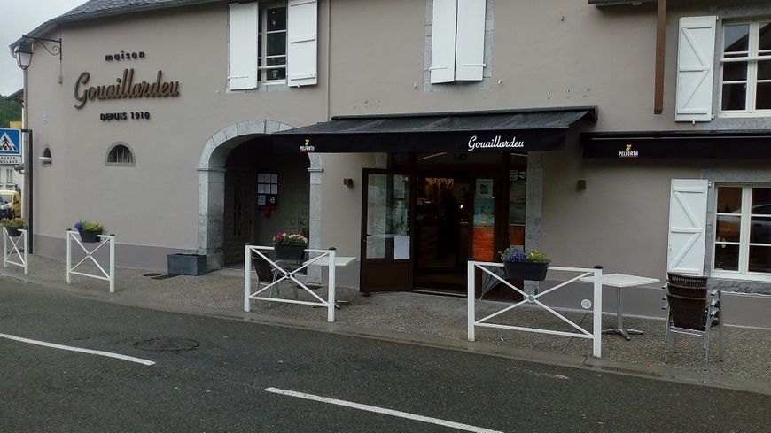 La façade du restaurant Gouaillardeu à Arette