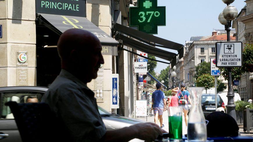 Illustration d'un coup de chaleur rue de la République à Avignon en juin 2017. Deux ans plus tard, les températures ont déjà dépassé les 38 degrés à Avignon en début de semaine.