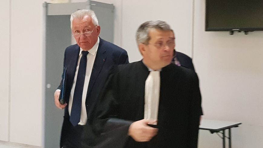 Le maire de Thonon-Les-Bains, Jean Denais (à g.), avec avocat, maître Bruno Quentin (à d.).