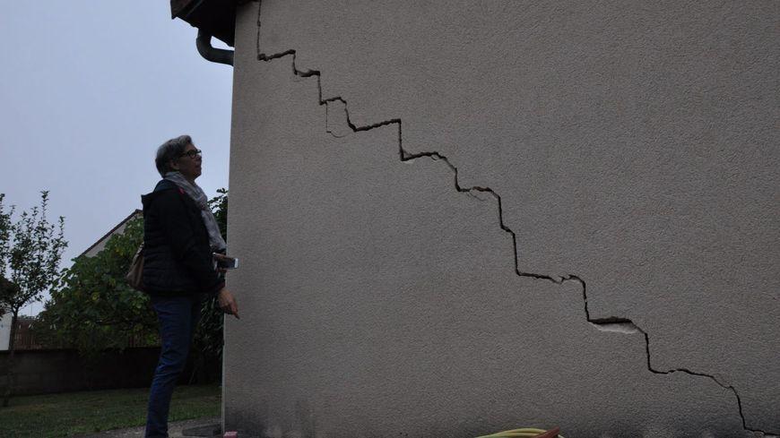 On peut trouver ce genre de fissures sur des habitations du Loiret