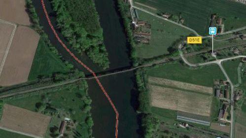 Les bateaux ont chaviré à l'approche du pont SNCF
