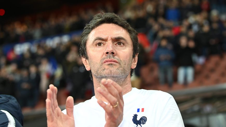 Le sélectionneur de l'équipe de France espoir, Sylvain Ripoll, heureux après la qualification des Bleuets en demi-finale de l'Euro.