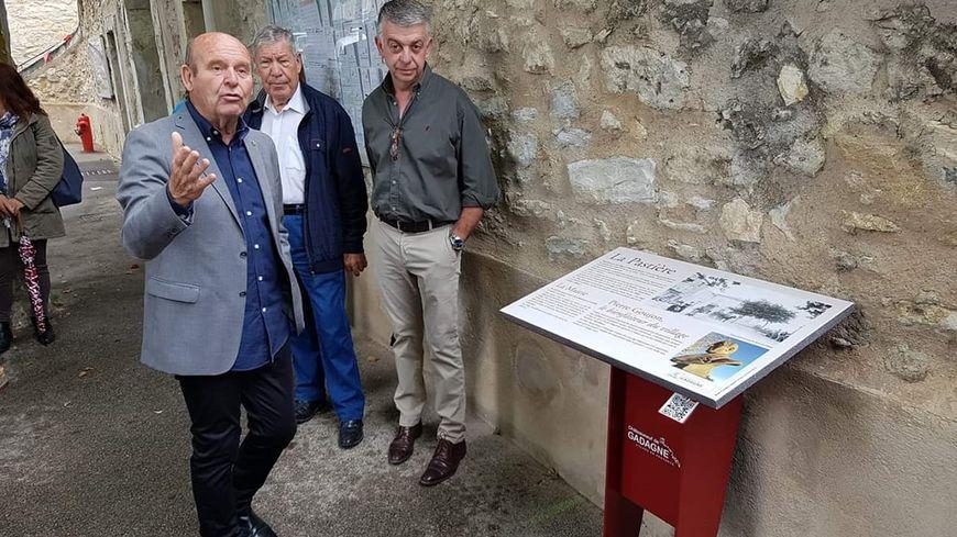 Lutrin interactif à Châteauneuf de Gadagne avec Monsieur le Maire