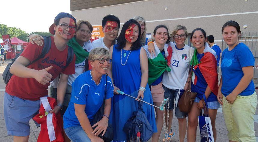 Supporters Italiens et Chinois se sont retrouvés à la fin du match