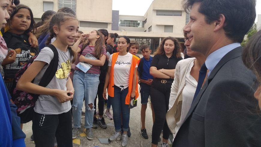 Bain de foule pour Julien Denormandie dans le collège Henri Wallon