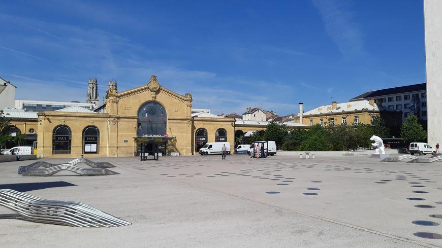 La place Simone Veil devant la gare de Nancy le 24 juin 2019