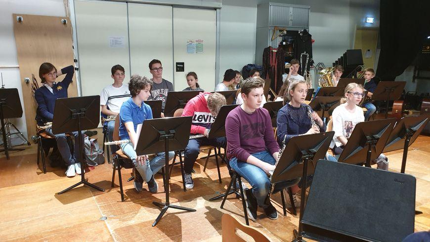 Les élèves de l'harmonie junior du conservatoire