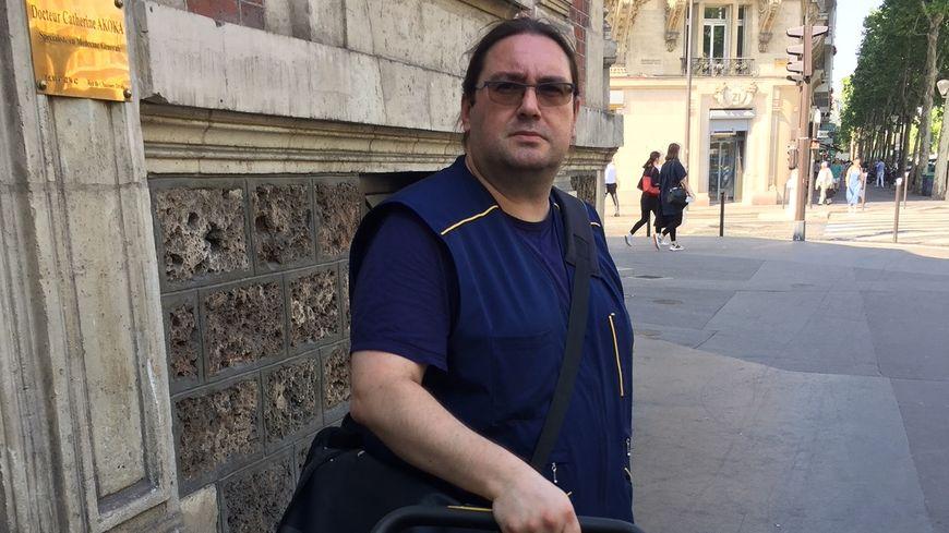 Stéphane, facteur depuis 1998 à Paris