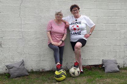 Simone et Martine de l'équipe des Mamies Foot