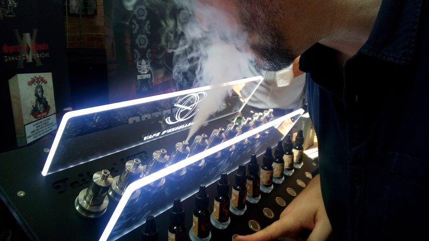 L'Abbaye des Prémontrés à Pont-à-Mousson accueillait ce dimanche 23 juin Vap'Est, le premier salon dédié à la cigarette électronique dans le Grand-Est.