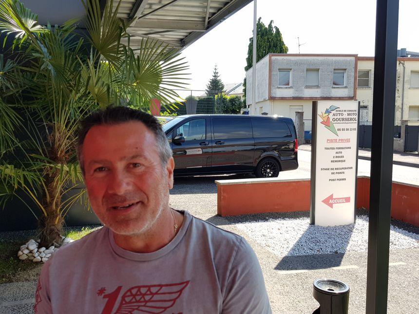 Alexandre Gourserol a repris l'auto-école après son père Roland...