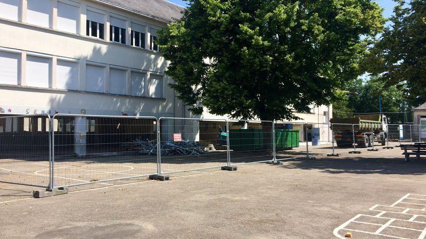 L'école de La Senelle, à Laval, est en plein travaux et tout le rez-de-chaussée a été démoli.