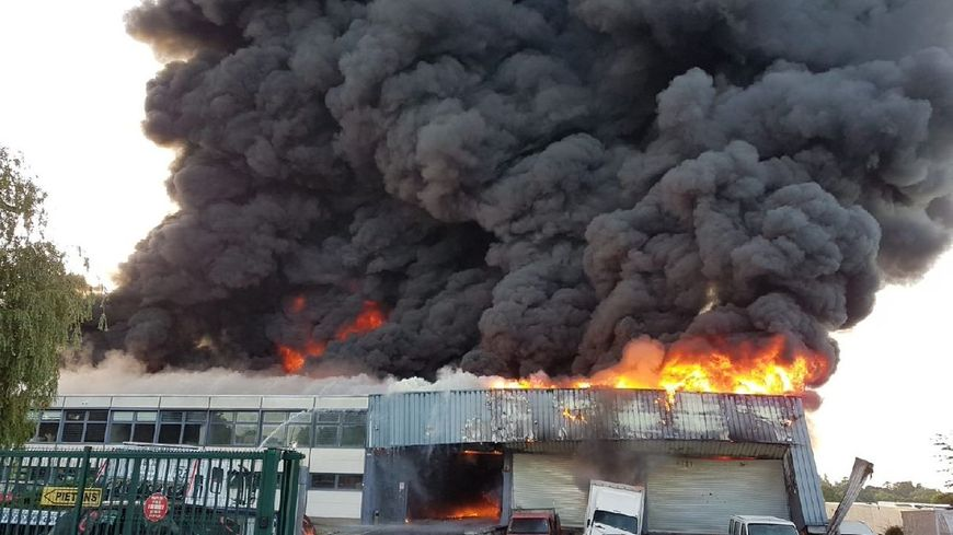 Un garage de Chilly-Mazarin ravagé par les flammes
