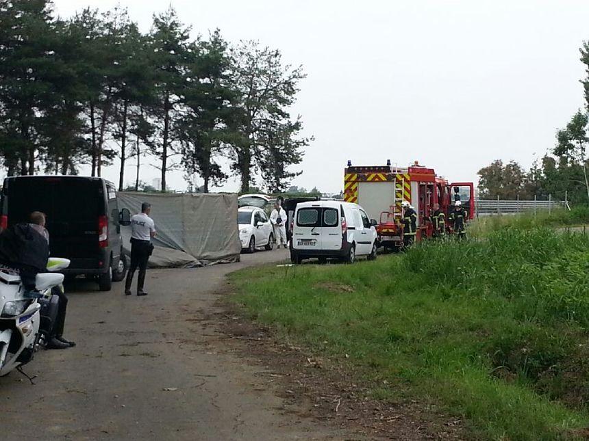 Ce lundi après-midi, les techniciens de l'identité judiciaire et les pompiers étaient sur place.