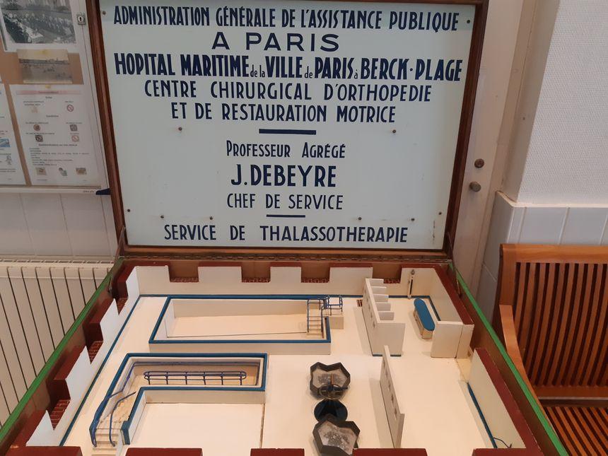 L'eau de mer est utilisée pour alimenter les bassins de l'Hôpital, pour la rééducation des patients, comme en témoigne cette maquette ancienne.