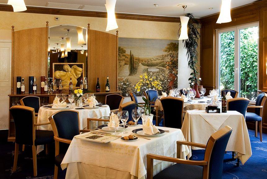 La salle de restaurant de l'hôtel Alysson restaurant le Pastoral