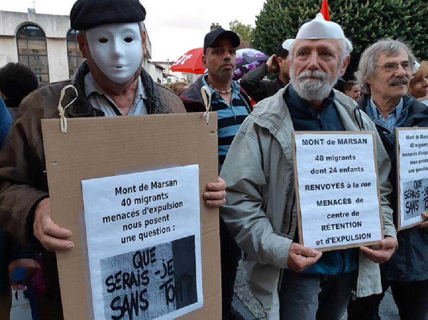 Plusieurs pancartes, mais un seul message pour le collectif