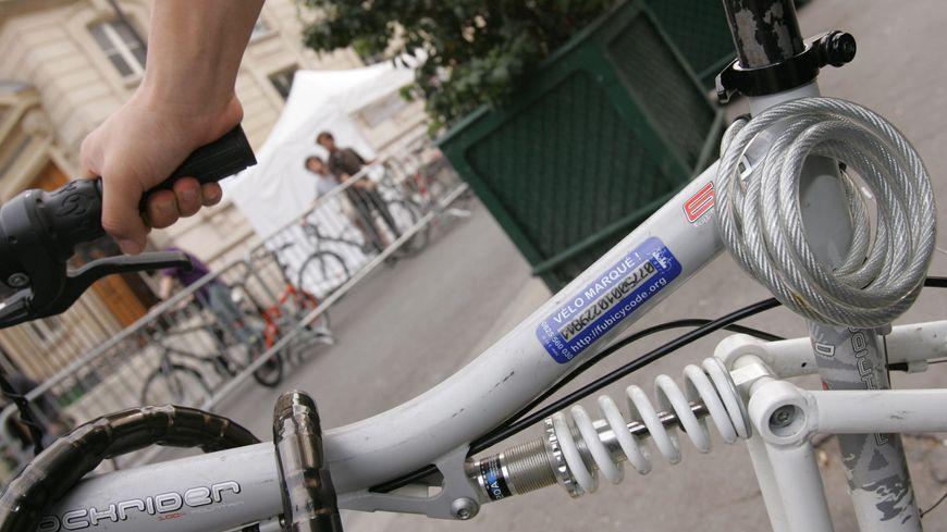 Le marquage permettrait de lutter contre les vols de vélos.