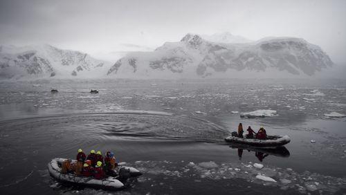 Épisode 1 : Arctique, Antarctique : l'attraction des pôles