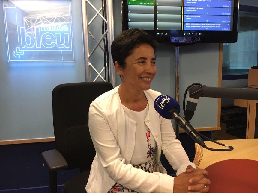 Muriel Paletou, la présidente de la FCPE 31, dans les studios France Bleu Occitanie.