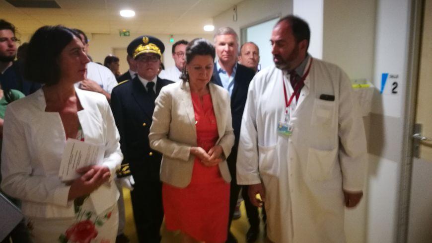 La ministre de la Santé, Agnès Buzyn, en compagnie de la directrice du CHR et du chef des urgences