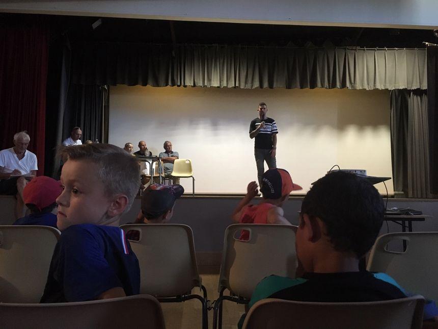 Lucas Hernandez a fait un petit discours devant les enfants.