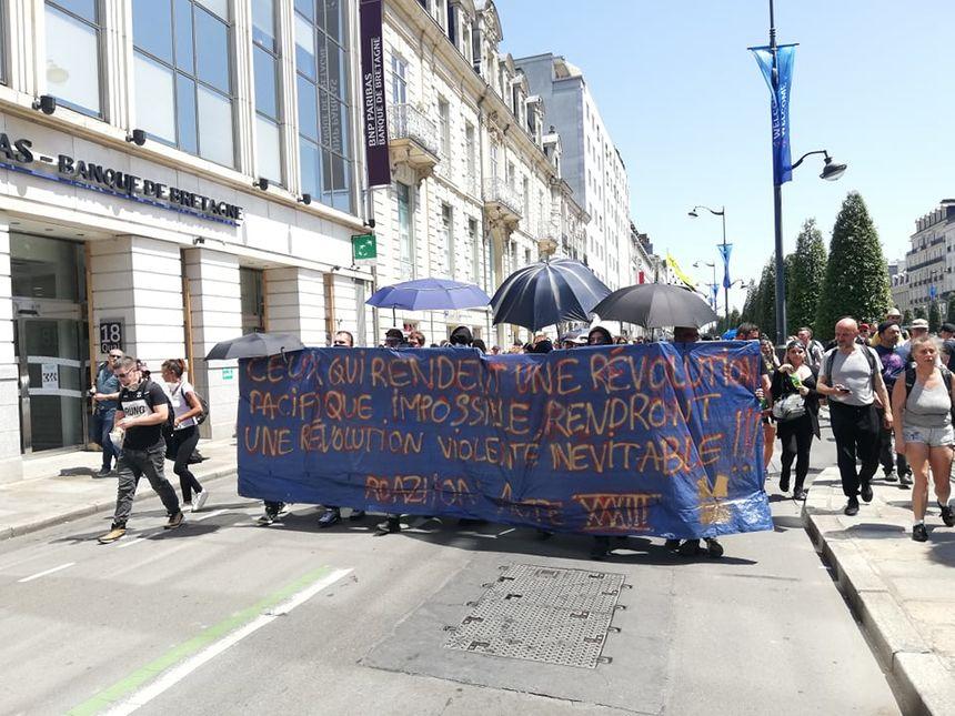 La journée était tendue entre CRS et manifestants