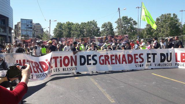 """""""Interdiction des grenades et du LBD"""" marche des mutilé.e.s, Paris, 02 juin 2019"""