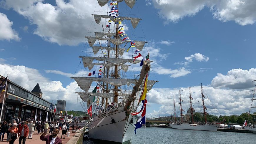 Le Cuauhtemoc faisait indéniablement partie des plus beaux voiliers invités de l'Armada.