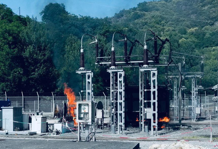 Un courant de 90 000 volts alimente ce poste électrique