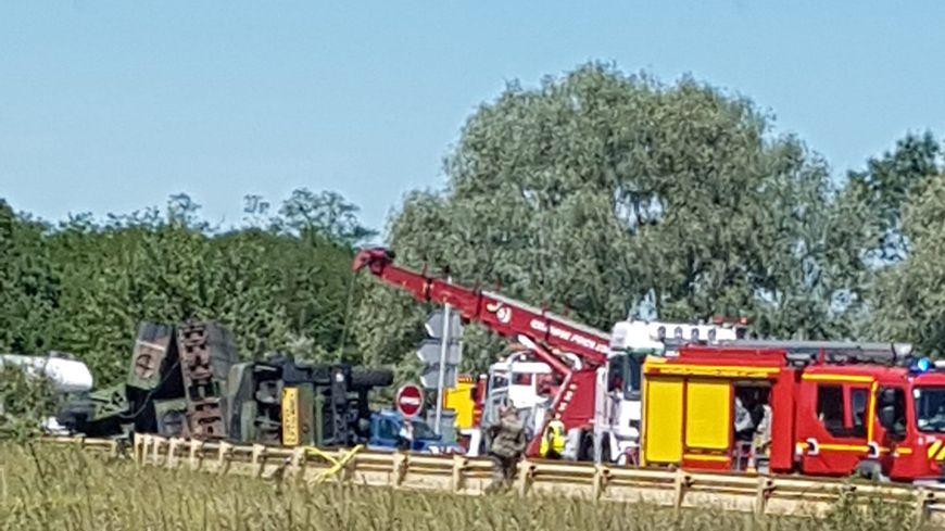 Un camion militaire s'est couché à Cinq-Mars-la-Pile ce samedi sans faire de blessés.