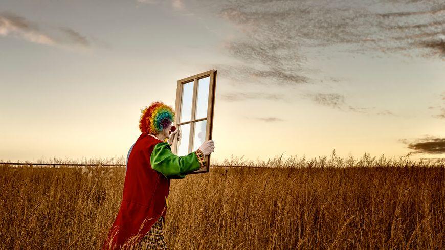Illustration : clown. Clown and Window - Photos