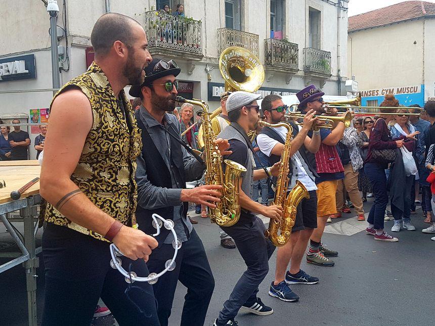 Le festival des Fanfares 219 dans le quartier des Beaux-Arts à Montpellier