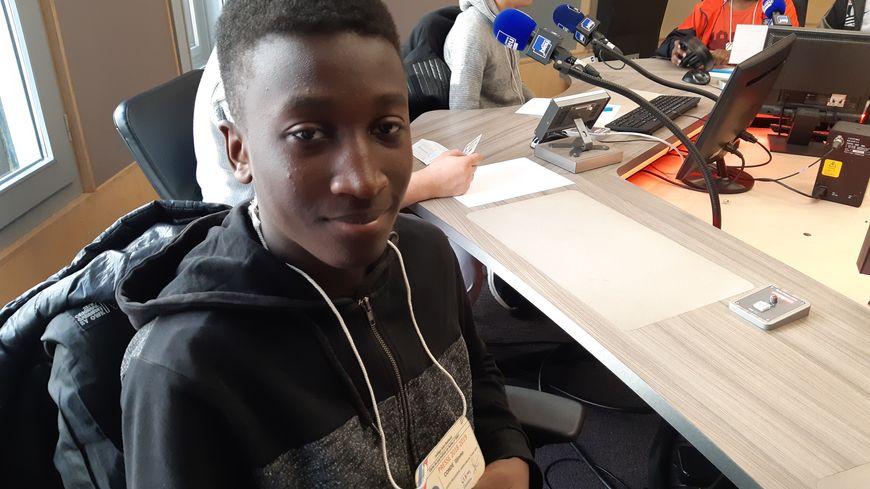 Djinmo, élève au collège Jean Rostand à Orléans dans les studios de France Bleu