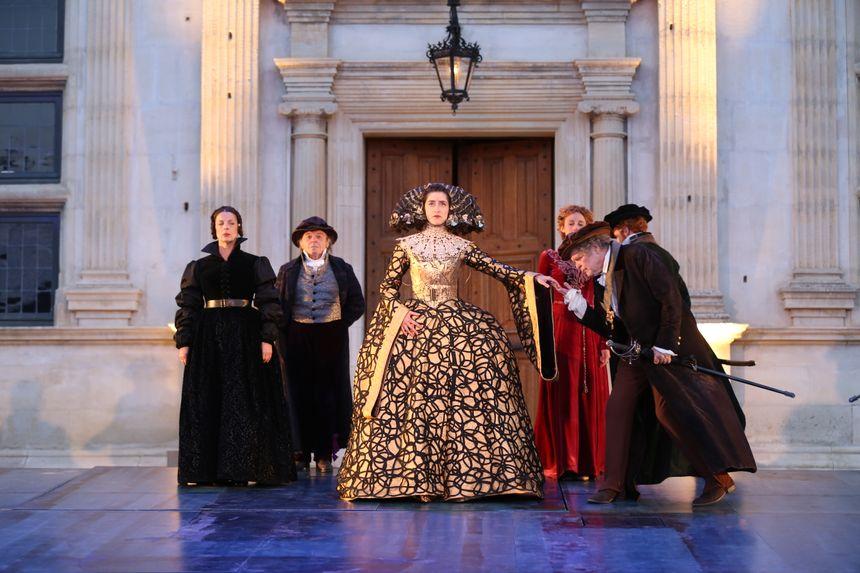 Ruy Blas aux Fêtes Nocturnes de Grignan... le château prend des airs de cour d'Espagne.