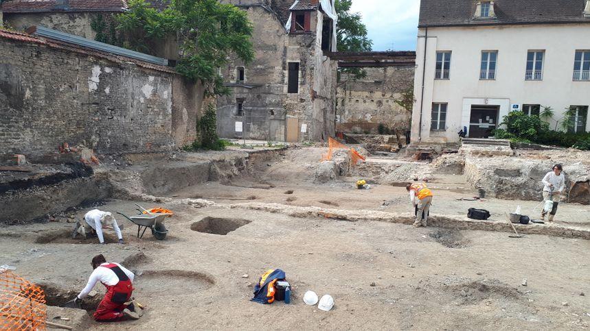 Pour les 10e journées nationale de l'archéologie, le chantier de fouilles de l'ancienne clinique Sainte-Marthe est ouvert au public ce dimanche.