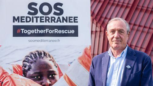 """Francis Vallat, président d'honneur de l'ONG """"SOS MÉDITERRANÉE"""" : """"Si ces gens coulent, notre âme coule avec."""""""