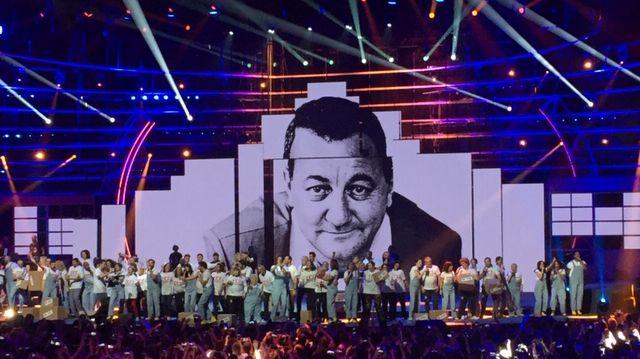 Hommage à Coluche pendant le concert des Enfoirés à Bordeaux (Gironde), le 24 janvier 2019.