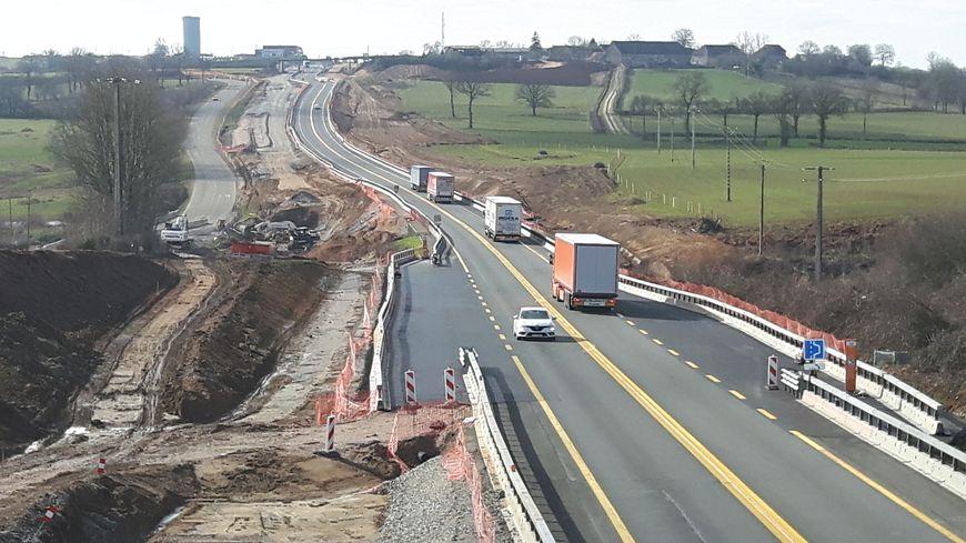 C'est déjà APRR qui réalise les travaux d'élargissement à 2x2 voies à proximité du péage de Montmarault
