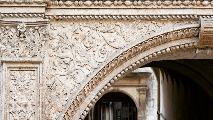 La façade de l'hôtel Lallemant, à Bourges, fait partie de l'héritage de la Renaissance en Berry
