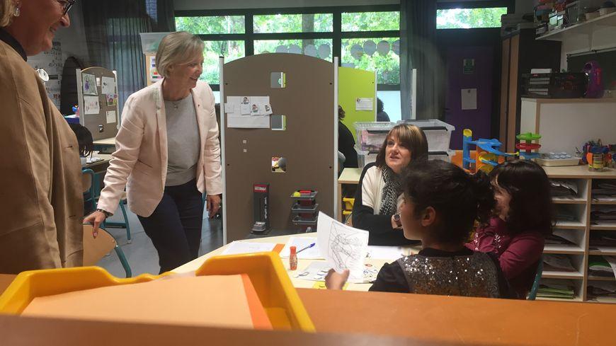 La secrétaire d'Etat est allée à la rencontre des jeunes autistes dans leur salle de classe.