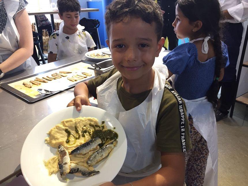Nassim, 7 ans, très fier de son assiette