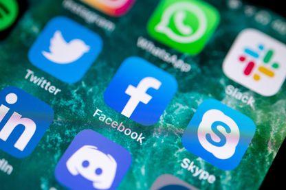 Facebook va collaborer avec le gouvernement pour identifier les auteurs de messages haineux