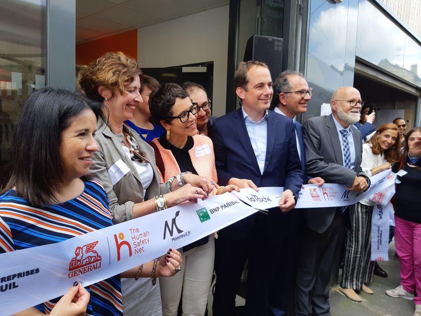 Patrice Bessac, le maire de Montreuil et les partenaires du projet, inaugurent l'incubateur des réfugiés le 19 juin 2019